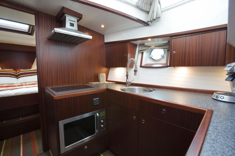 seriousyachts-gently-36-hardtop-384.jpg