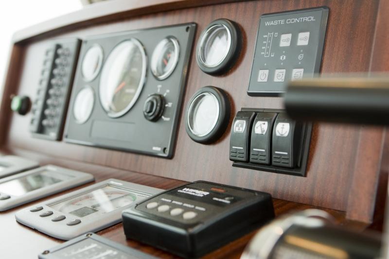 seriousyachts-gently-36-hardtop-388.jpg