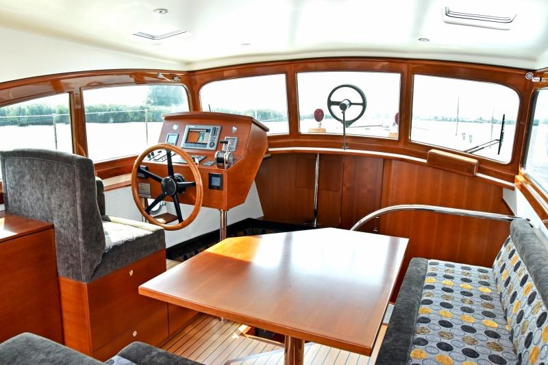 seriousyachts-gently-36-hardtop-50.jpg