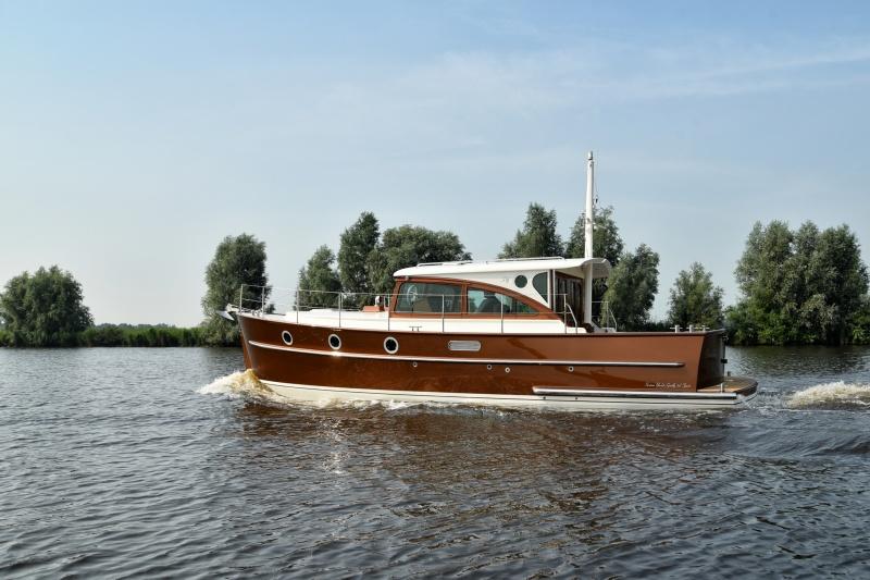 seriousyachts-gently-36-hardtop-8.jpg